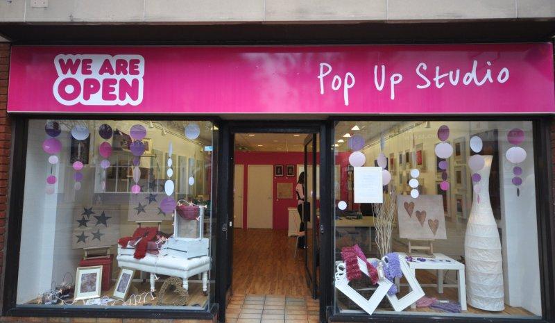 I Pop-Up shop consentono a creativi e designers di farsi conoscere. Via flickr.com/photos/yaffamedia/